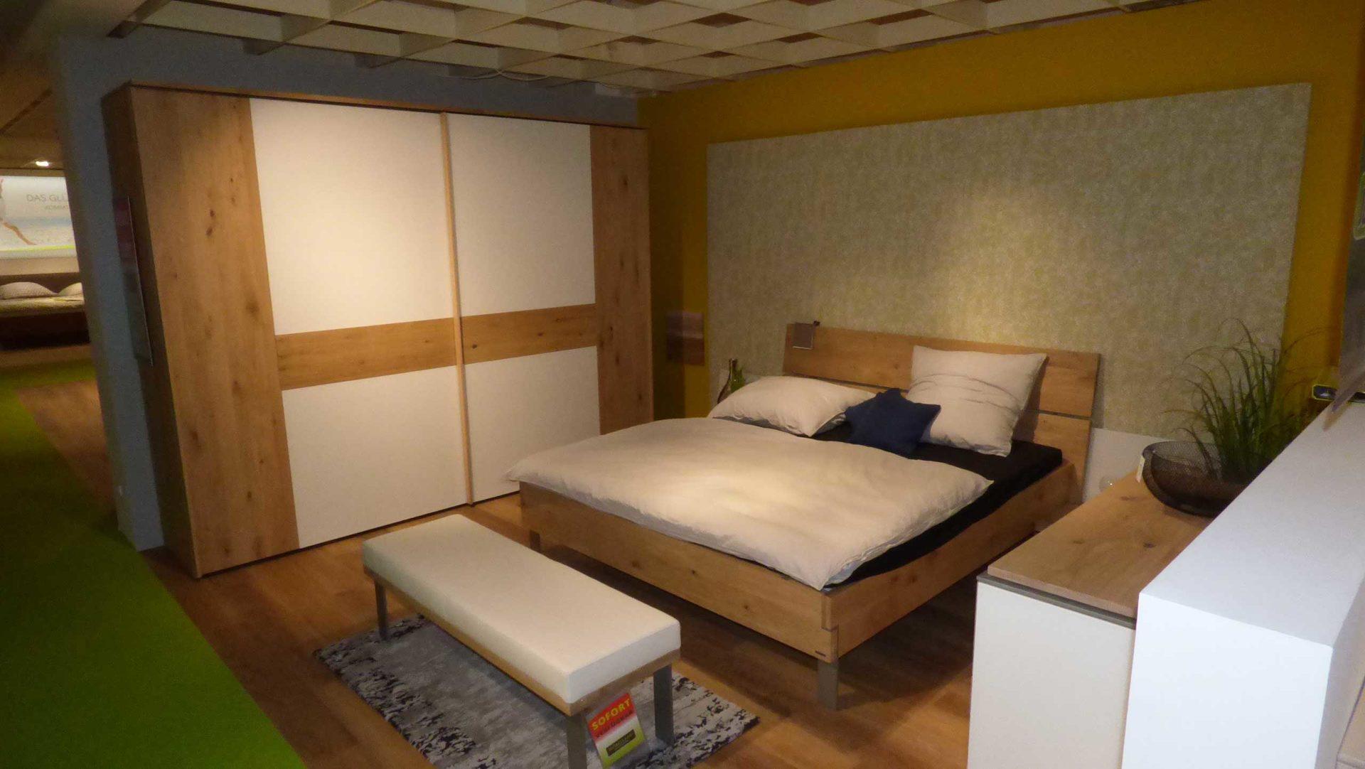 Thielemeyer Schlafzimmer Eiche massiv Bett 180 x 200 cm, Kleiderschrank,  Kommode, Bank, Eiche massiv