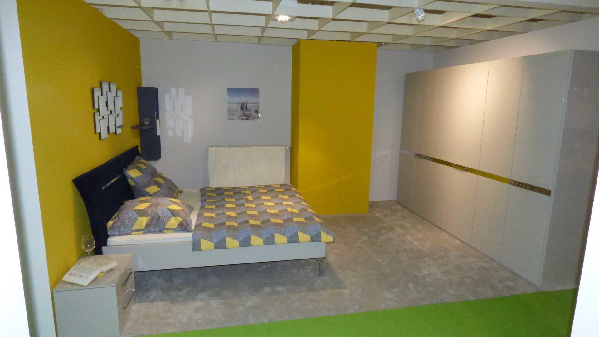Musterring Schlafzimmer Aliga Bett 180 X 200 Cm Mit 2 Nachtkommoden Kleiderschrank Kristallgrau Hochglanz