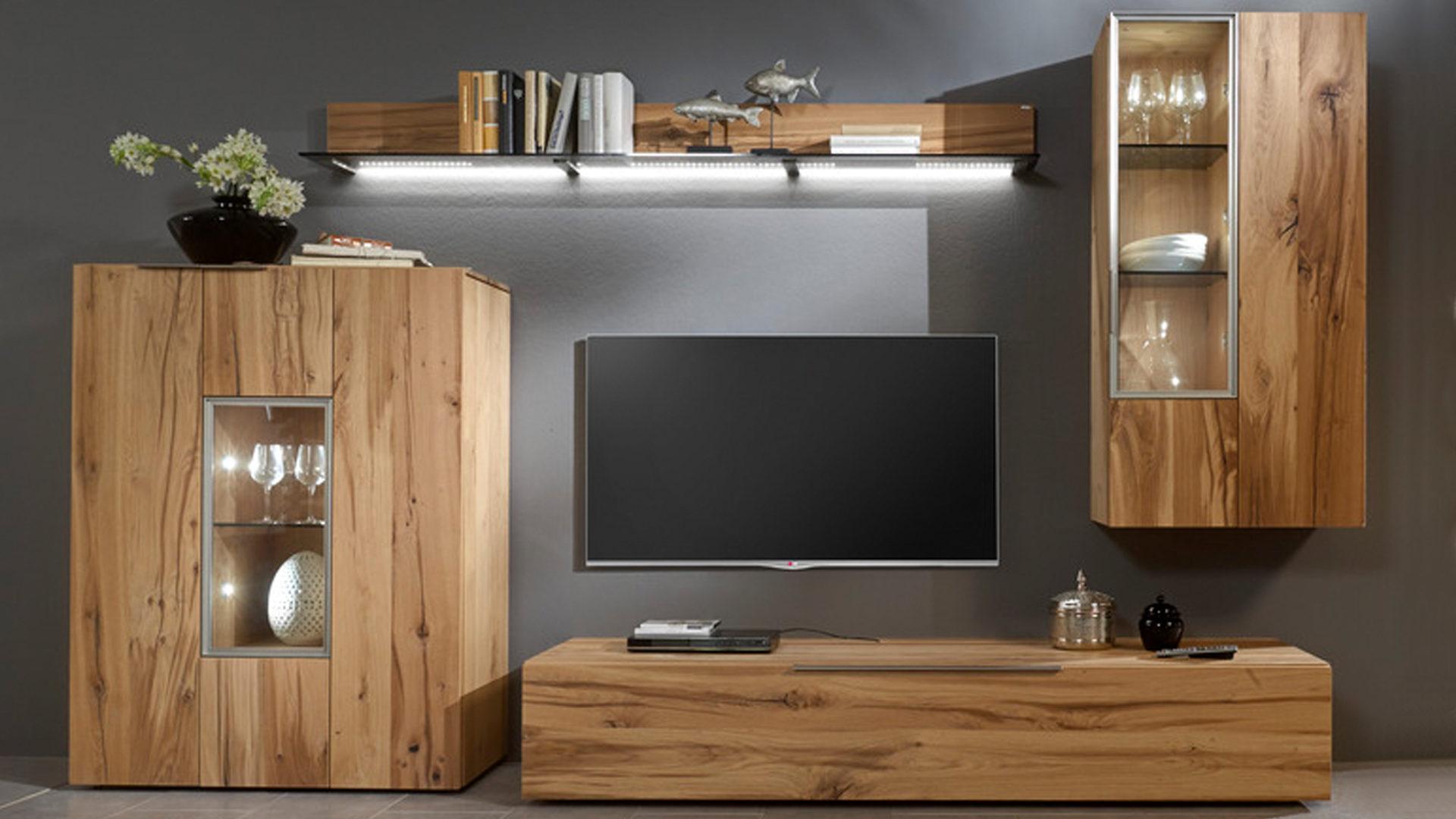 simple wohnwand voglauer aus holz in holzfarben voglauer valpin geltes with tv wohnwand holz moderne