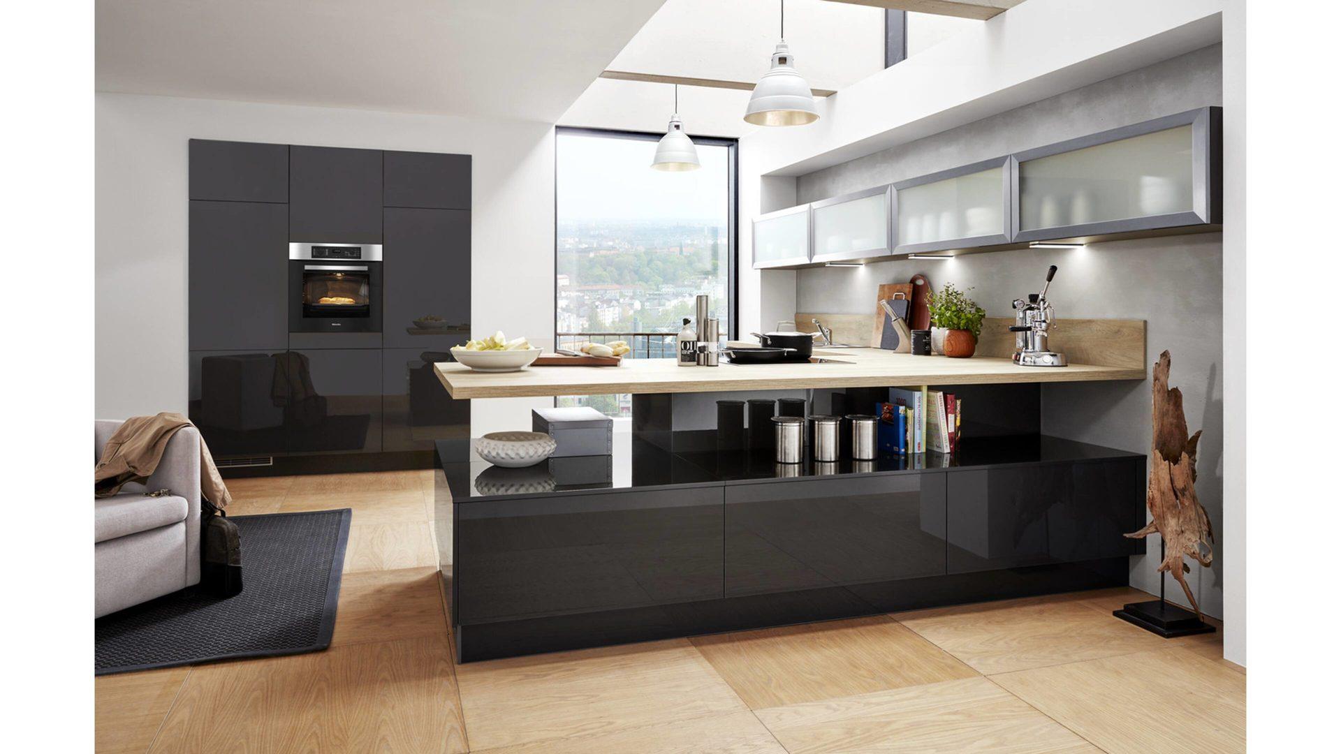 Culineo Küche mit MIELE Einbaugeräten, mahattangraue Lackfronten ...