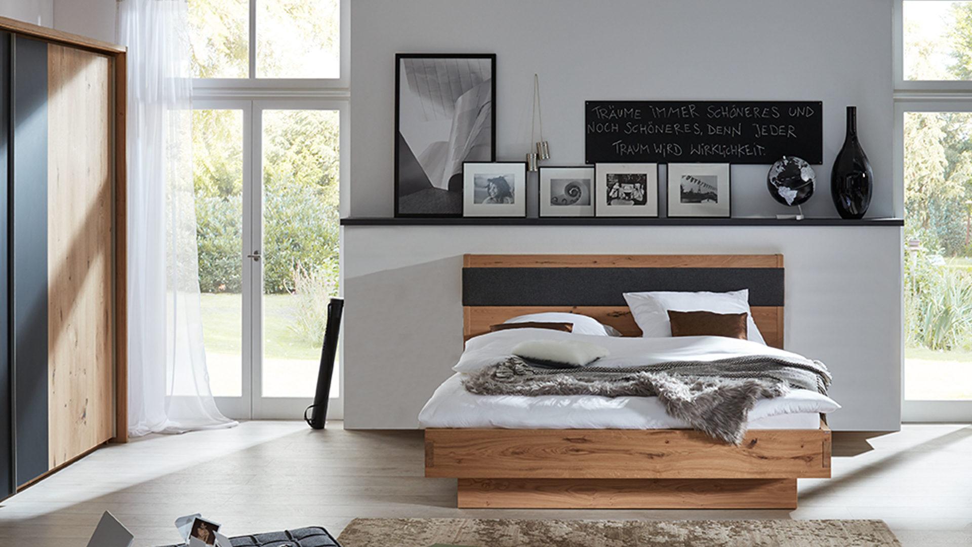 Interliving Schlafzimmer Serie 1004 – Bettgestell, Alteiche Rustiko,  Anthrazit & Basaltgrau – Liegefläche ca. 180 x 200 cm