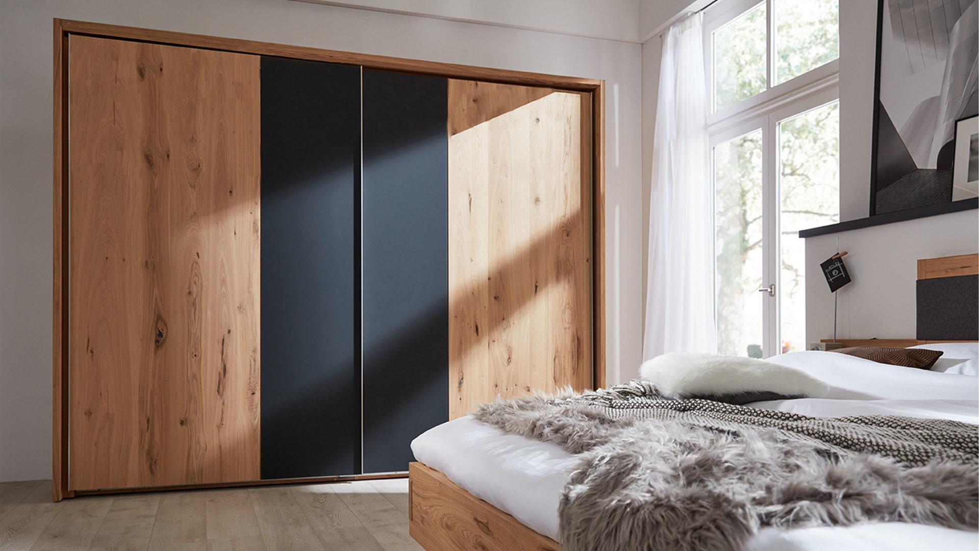 Interliving Schlafzimmer Serie 1004 – Schwebetürenschrank, Alteiche ...