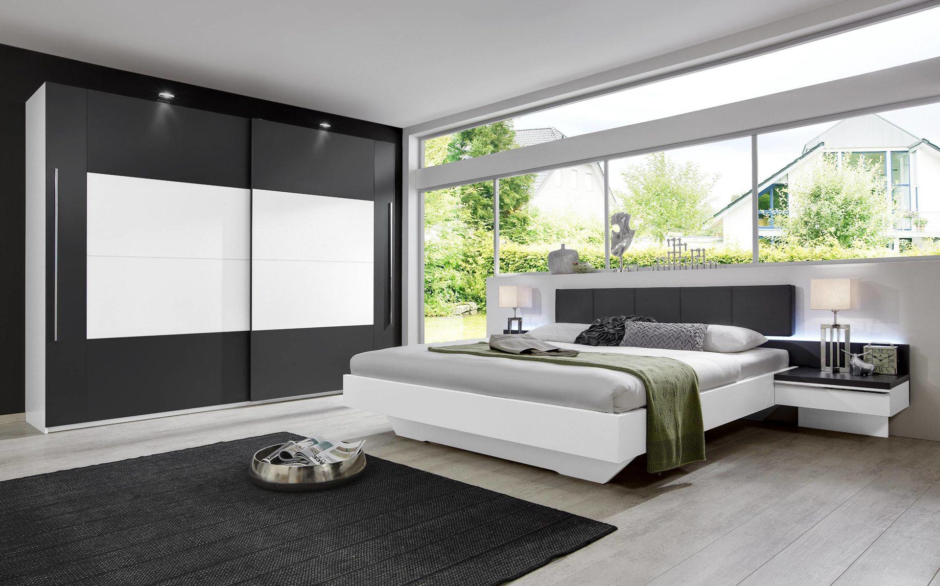 modernes rauch Schlafzimmer mit Schwebetürenschrank, alpinweiße &  graphitfarbene Kunststoffoberflächen, anthrazitfarbenes Kun