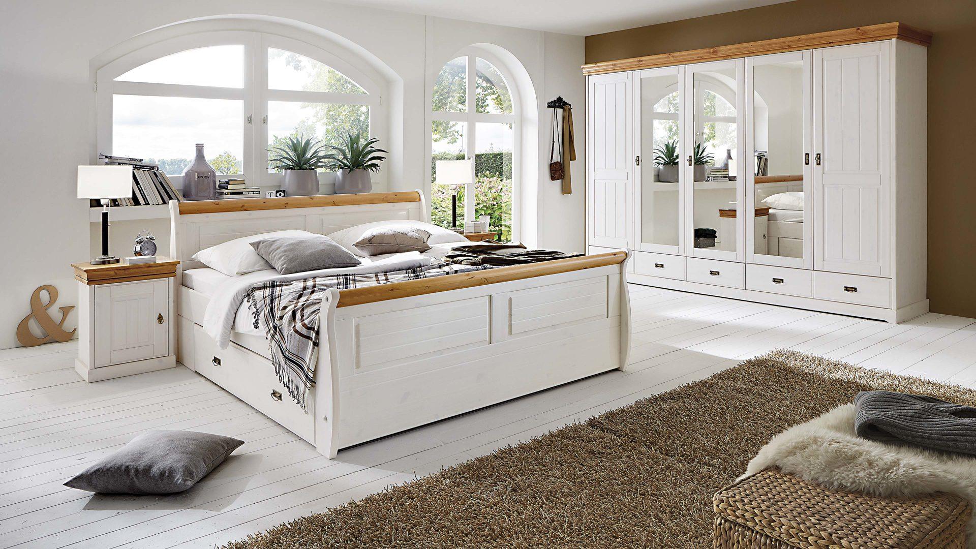 3S frankenmöbel Schlafzimmer im nordischen Landhaus-Stil mit Kleiderschrank  , weißes & honigfarbenes Kiefernholz - vierteilig