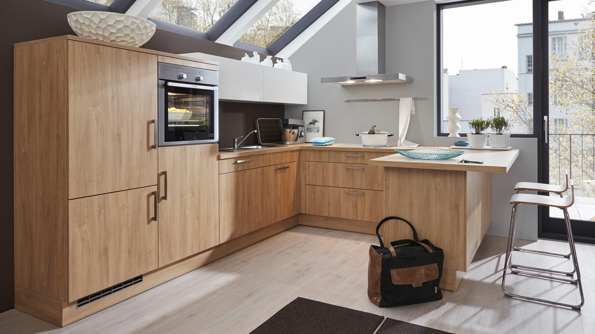 Einbauküche mit privileg-Elektrogeräten wie Kühlschrank ...