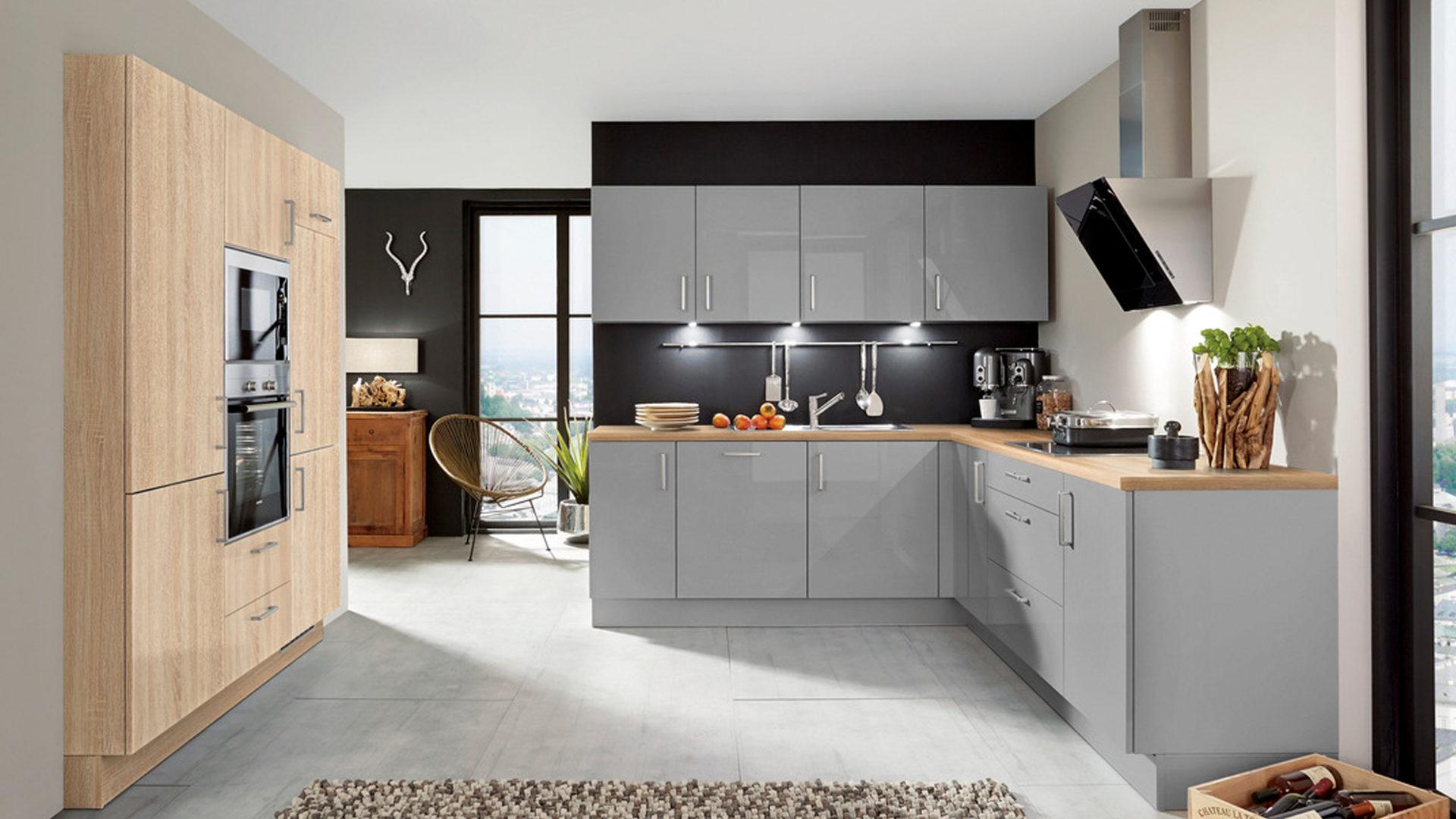 Einbauküche mit SIEMENS-Elektrogeräten wie Kühlschrank etc ...