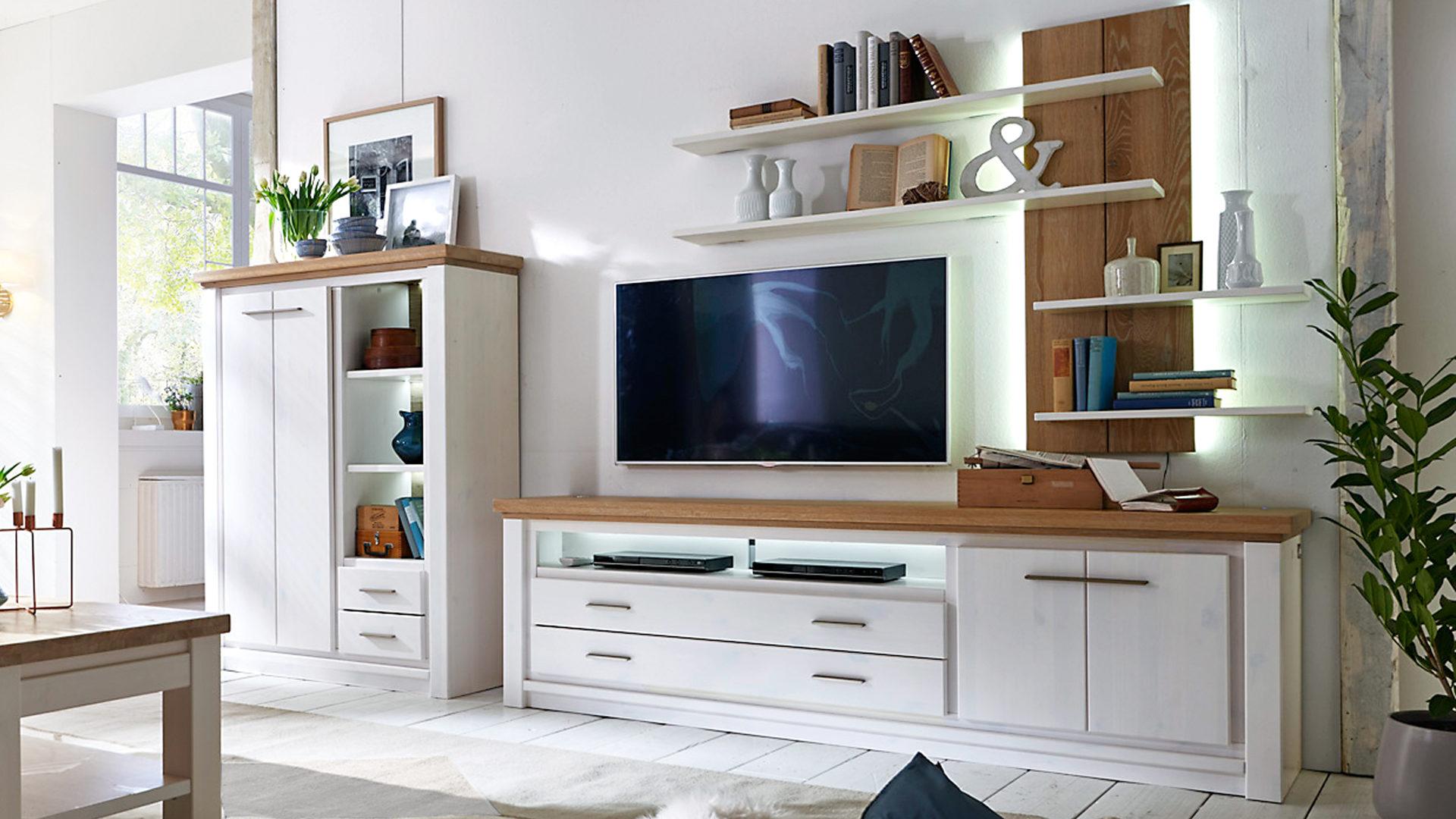 Wohnwand Gomab Aus Holz In Weiß WOODS U0026 TRENDS Wohnwand   Wohnzimmermöbel  Polarastkiefer U0026 Wildeiche U2013