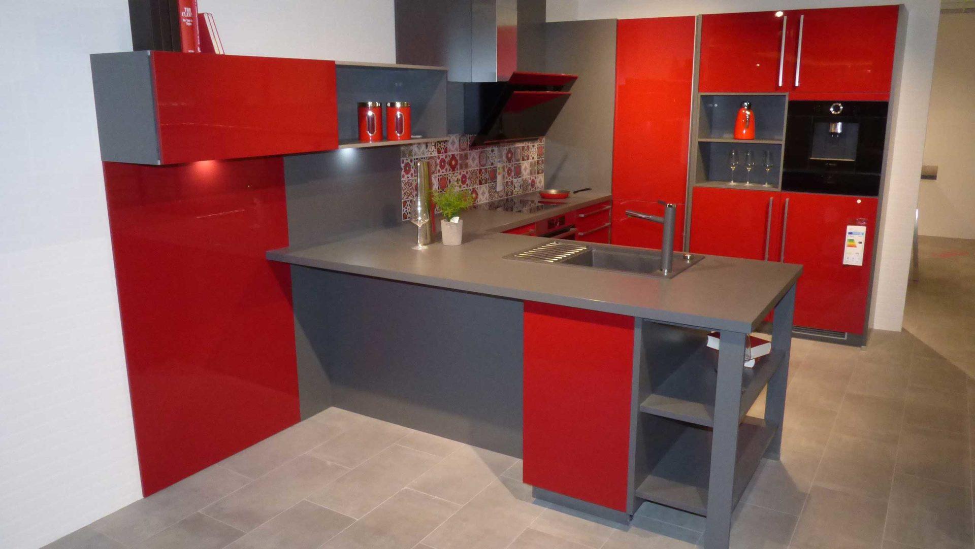 culineo Einbauküche C345 inkl. Bosch E-Geräte. Die Front in Rot ...