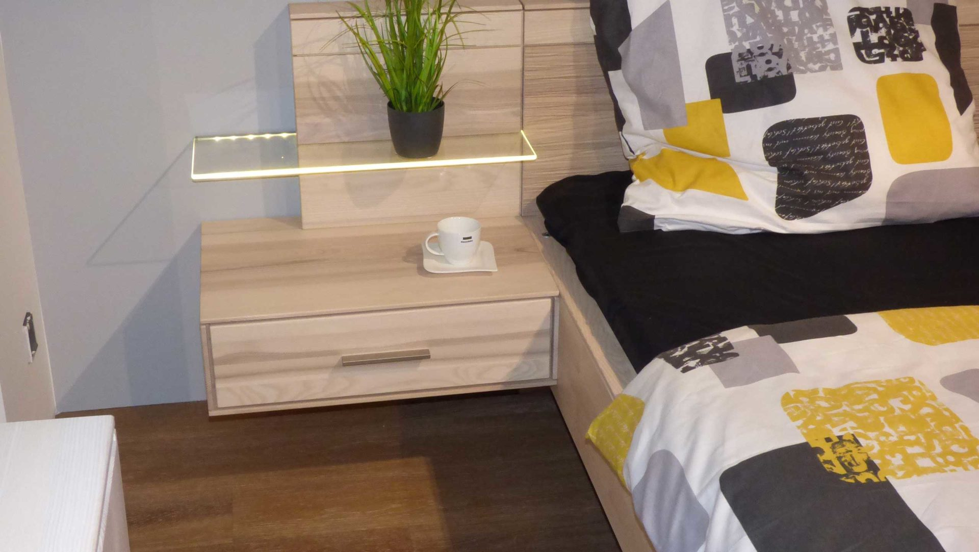 Thielemeyer Schlafzimmer Esche massiv Bett 180 x 200 cm ...
