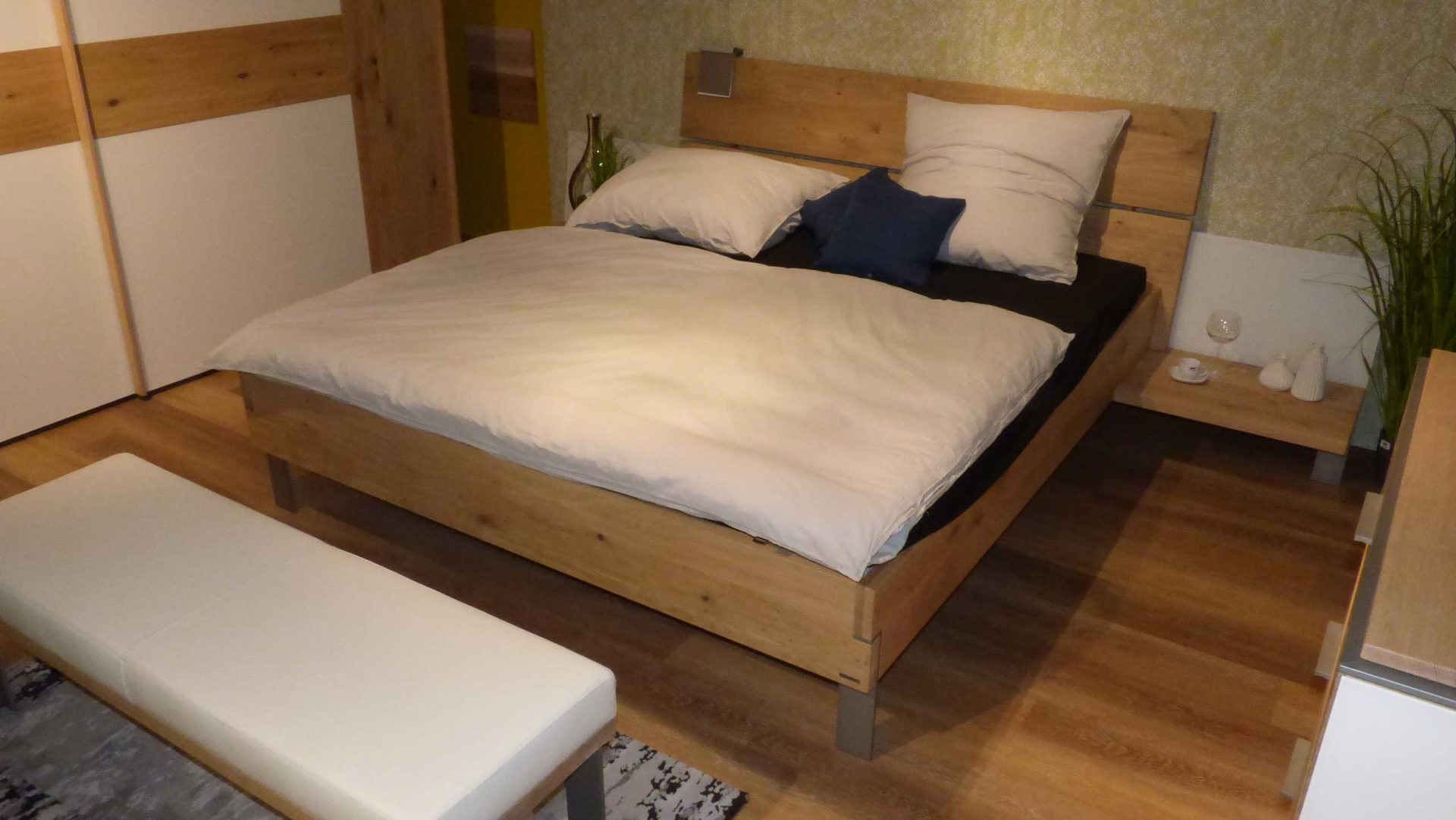Thielemeyer Schlafzimmer Eiche massiv Bett 180 x 200 cm ...