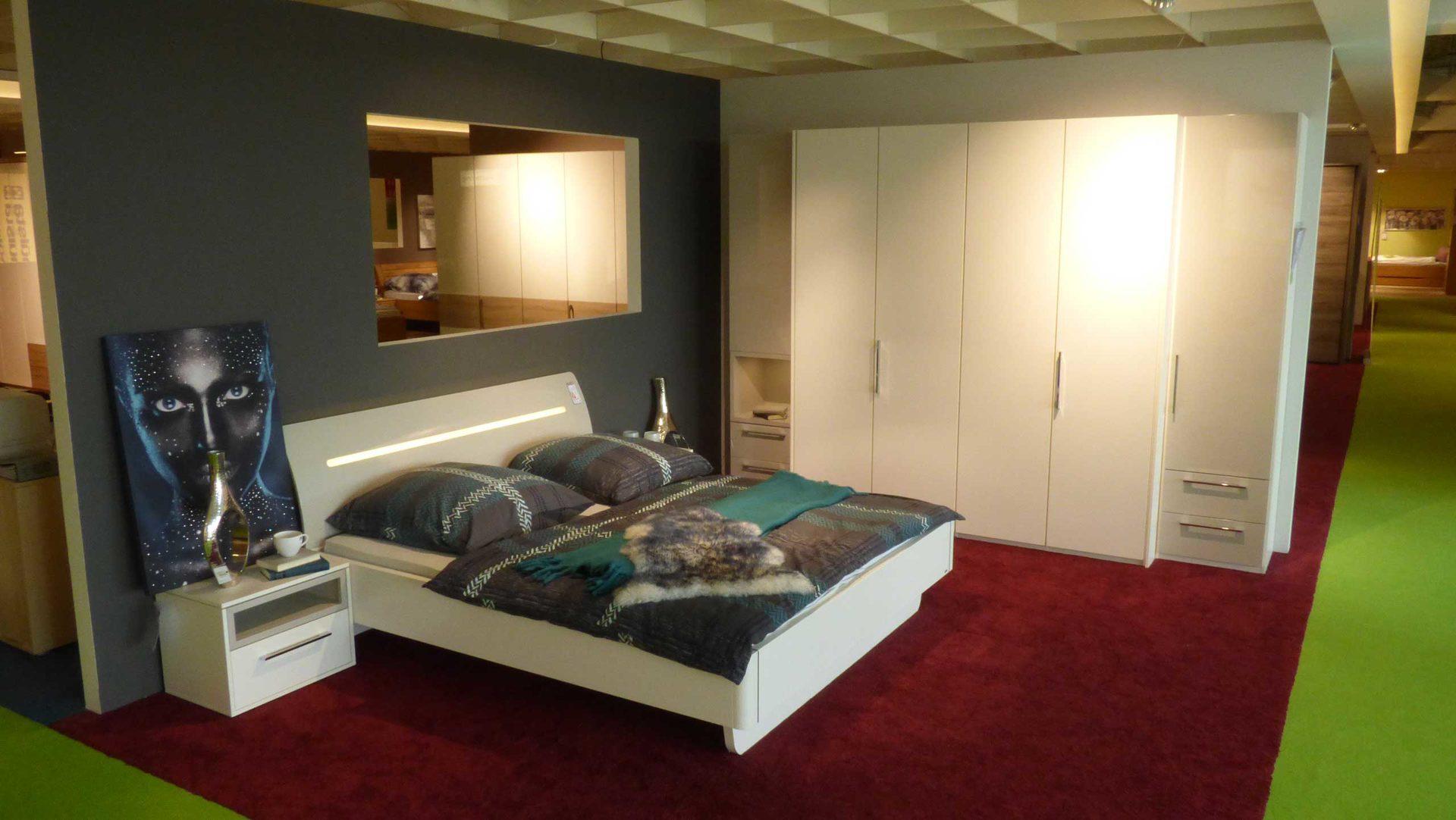 Partnerring Collection Schlafzimmer Bett 180 x 200 cm mit 2 Nachtkommoden +  Kleiderschrank, Lack Alpina Weiss, Abs. Lack Kristal