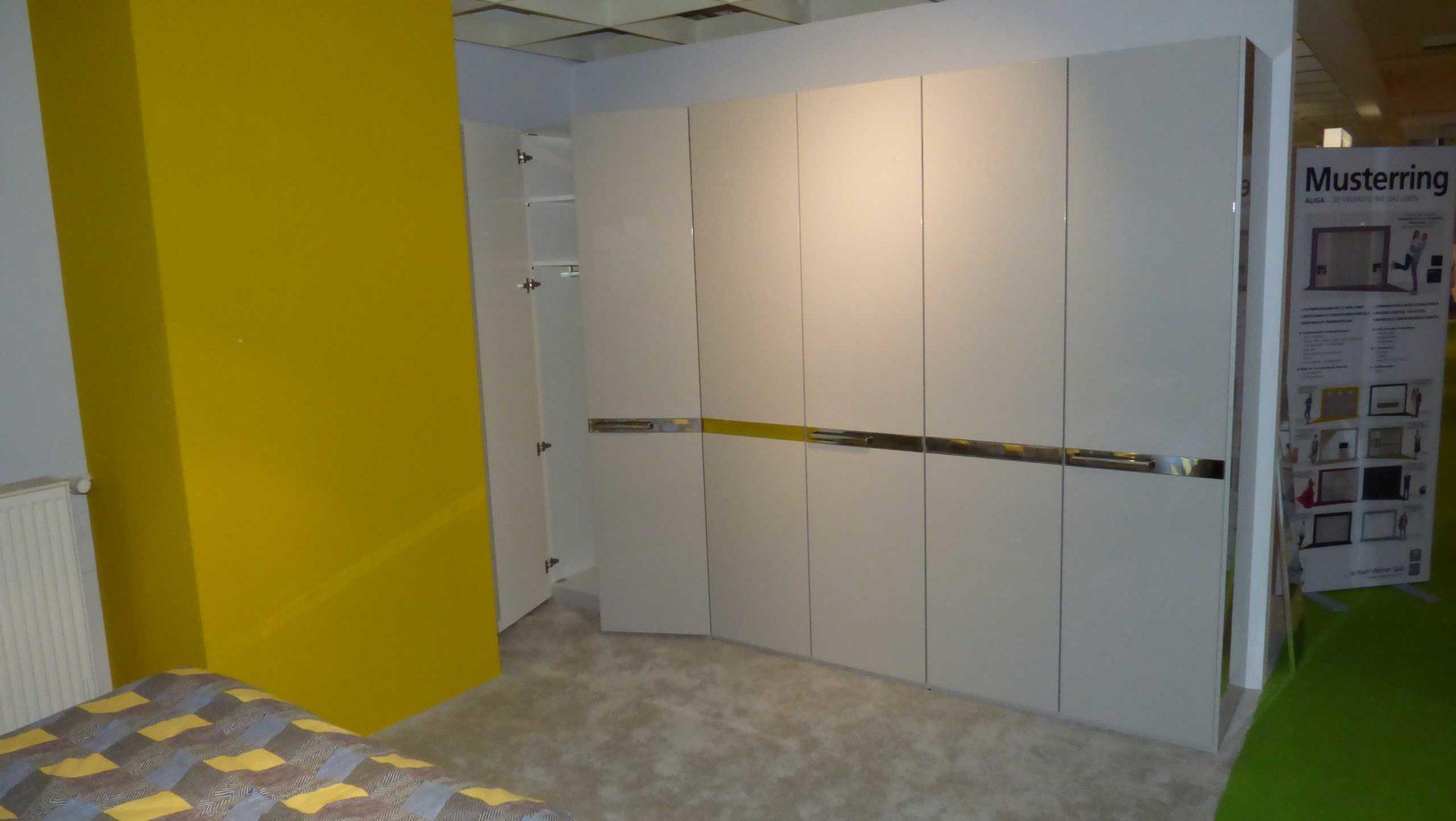 Musterring Schlafzimmer Aliga - Bett 180 x 200 cm mit 2 Nachtkommoden +  Kleiderschrank, Kristallgrau Hochglanz