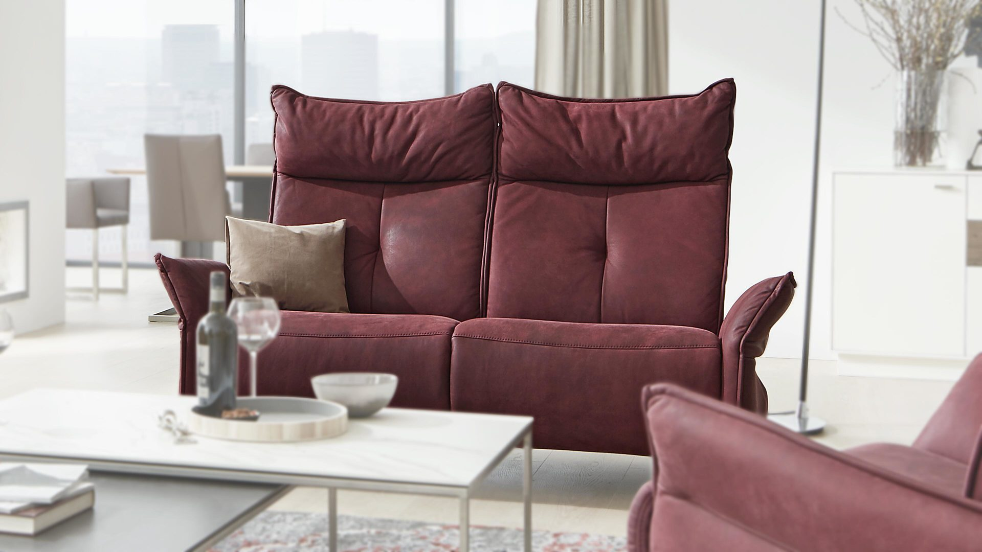 2,5-Sitzer Himolla | il aus Leder in Rot Interliving Sofa Serie 4200 – 2,5-Sitzer mit RelaxAssist merlotfarbenes LongLife-Leder – Länge ca. 182 cm
