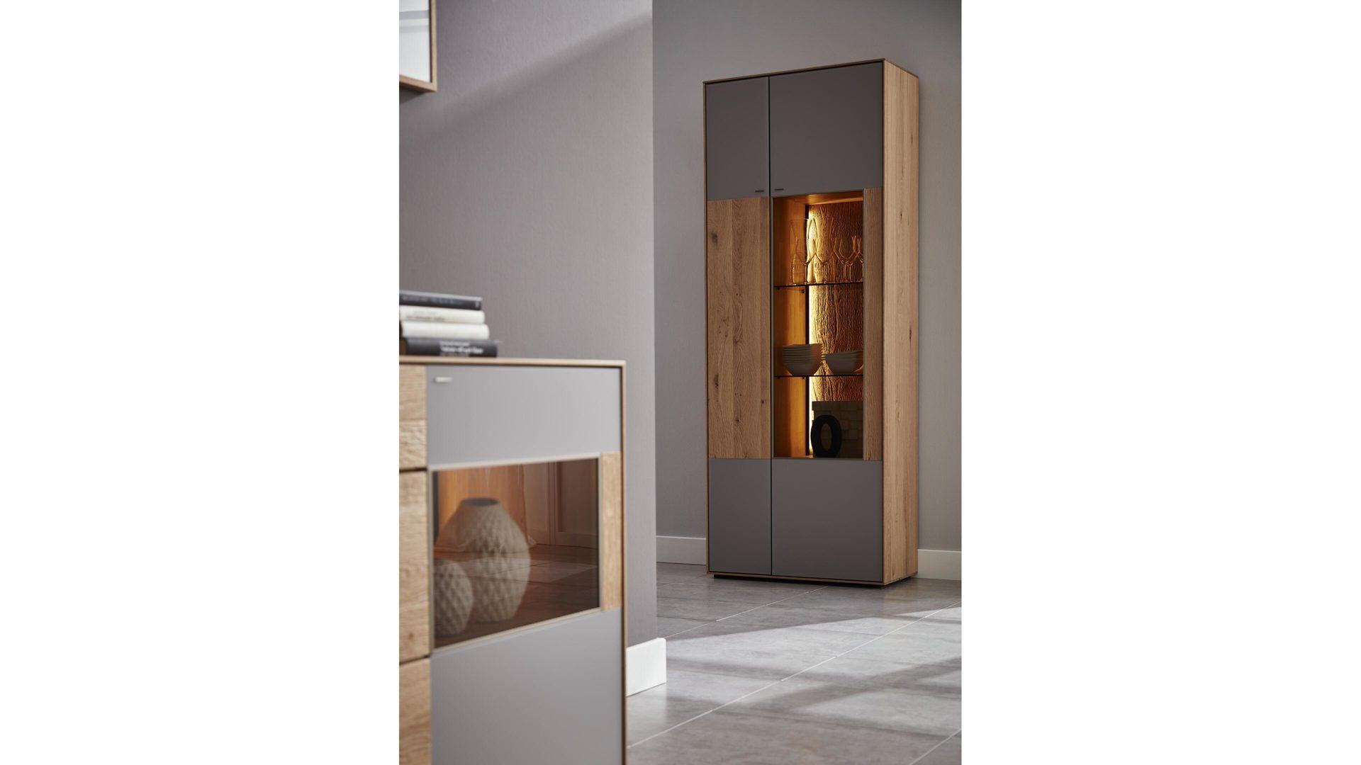 vitrine hartmann il aus glas holz in holzfarben interliving wohnzimmer serie 2001 standelement geburstete