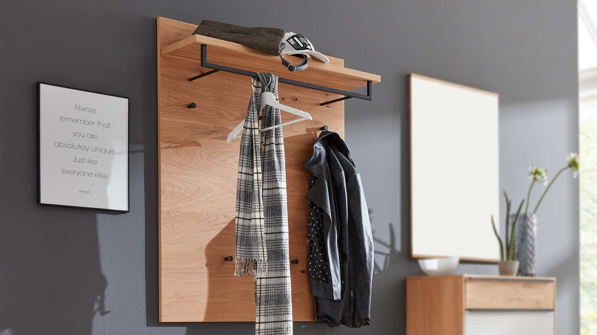 Wandgarderobe Interliving aus Holz in Holzfarben Interliving Garderoben Serie 6005 – Wandgarderobe 821 Balkeneiche – ca. 80 x 109 cm