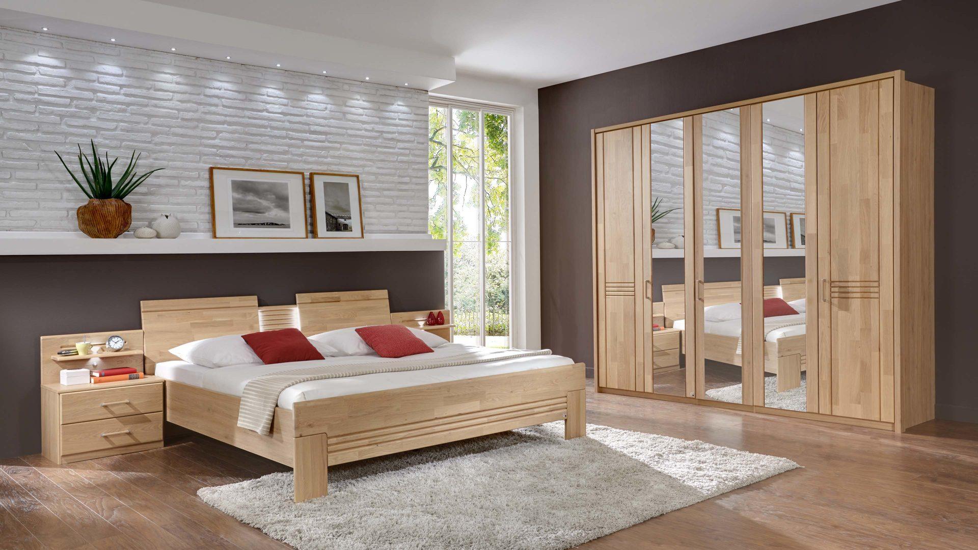 Schlafzimmer mit Kleiderschrank und Doppelbett, Wildeiche ...