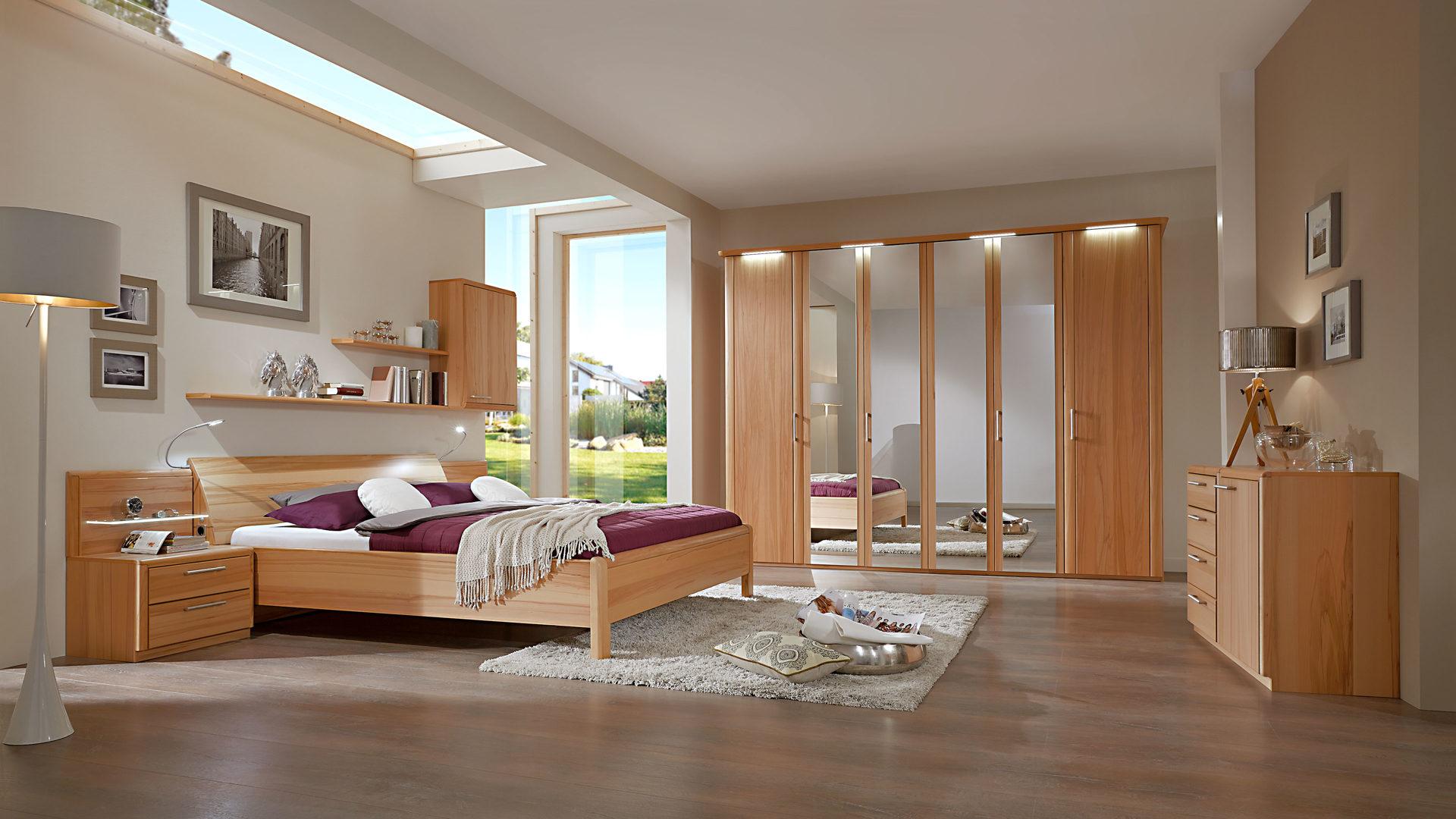 Modernes C. DISSELKAMP Schlafzimmer mit Bettgestell, Kernbuche, Bad ...