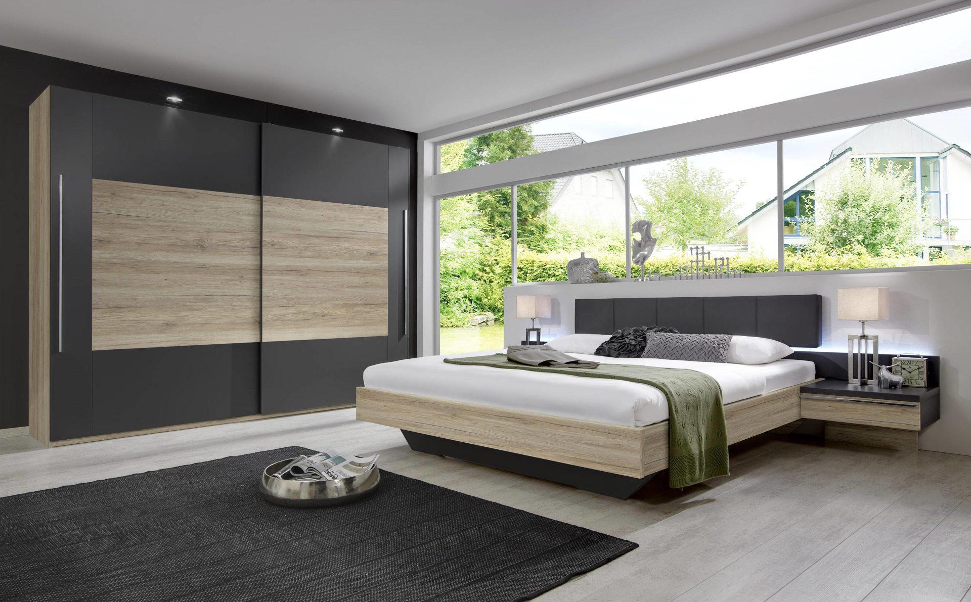 modernes rauch Schlafzimmer mit Schwebetürenschrank